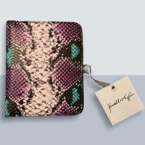 2/40$ Purple+Teal Kendall & Kylie Passport Cover